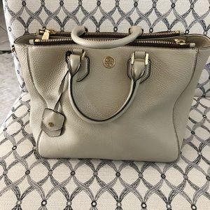 Used Good Condition Tory Burch Robinson Square